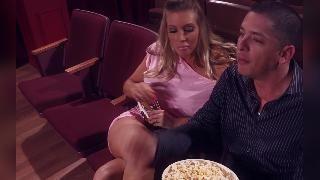 Саманту Сэйнт трахнули в кинотеатре
