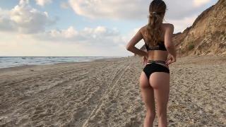 Рискованный минет на пляже от красавицы