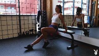 Кармен Николь занимается спортом